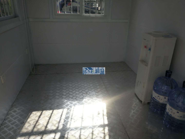 火车站广场警察治安执法岗亭内部结构